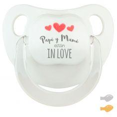 Chupete Baby Deco Blanco Papi y Mami están in love